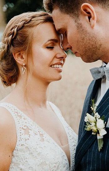 Real Bride trägt Ohrringe FIONA
