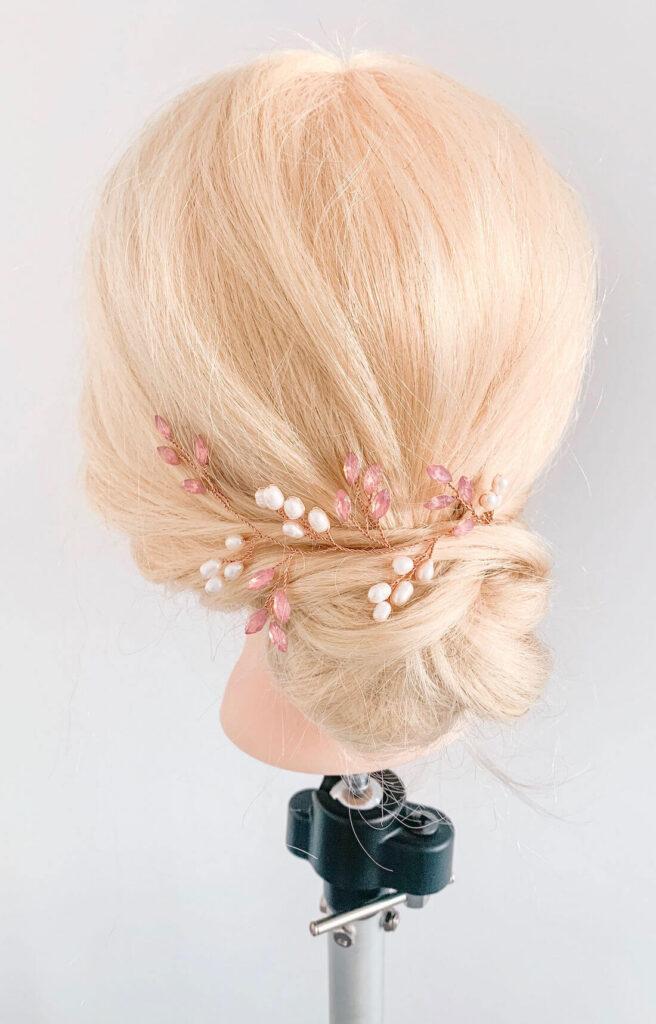 Brautfrisur-mit-Haarschmuck-MARIELLA-von-Sternenauge