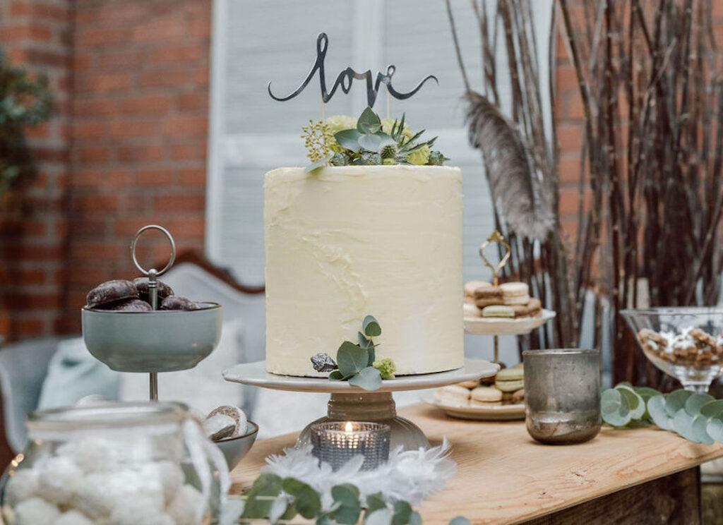 Hochzeitstorte-pastellgelb